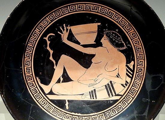 酒合戦に興じるヘタイラを描いたキュリクス